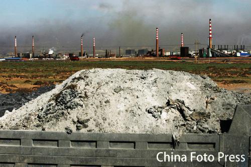 """黄河两岸""""黑污染""""(6张)"""