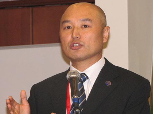 图文:TD-SCDMA产业联盟秘书长杨骅发表演讲