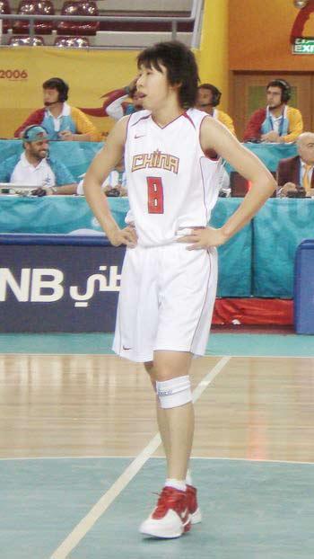 图文:中国女篮迎战黎巴嫩女篮  苗立杰在比赛中