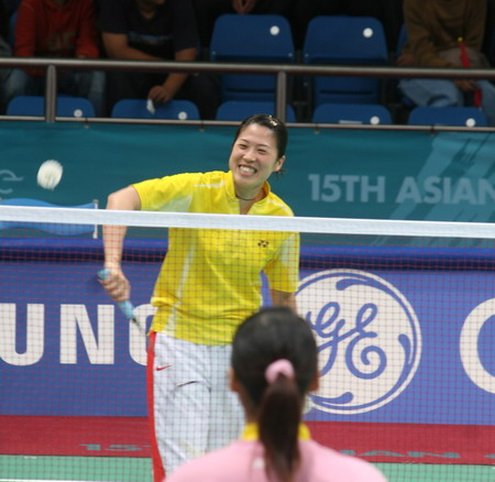 图文:多哈亚运会羽毛球女团半决赛 小将朱琳