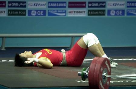 图文:女举63公斤 中国选手欧阳晓芳无缘金牌