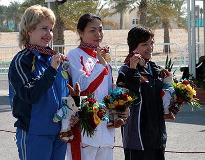 图文:徐�Q获亚运会女子移动靶标准速比赛冠军