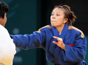 图文:亚运会女柔52公斤级预赛 李营击败对手