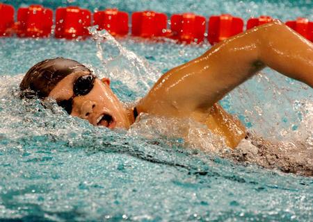 图文:亚运女子400米自由泳 杨洁俏在比赛中