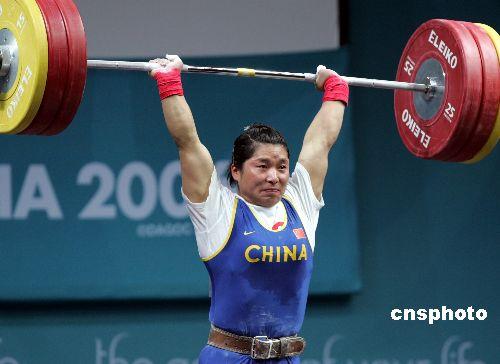 图文:女举69公斤级刘海霞摘金 获得举重第七金