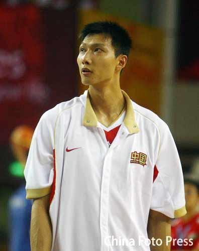 图文:男篮中国VS乌兹别克斯坦 易建联期待比赛