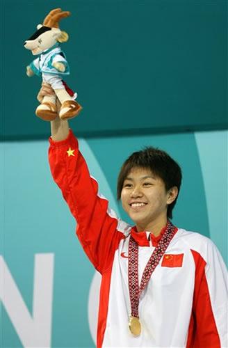 图文:女子400米自由泳 中国16岁小将杨洁俏夺冠