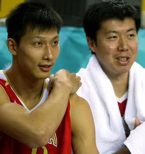 图文:男篮中国91-69乌兹别克斯坦 易建联大郅