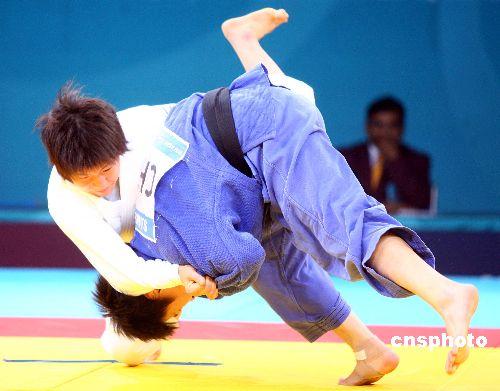 图文:柔道女子57公斤级许岩称王 一本完胜对手