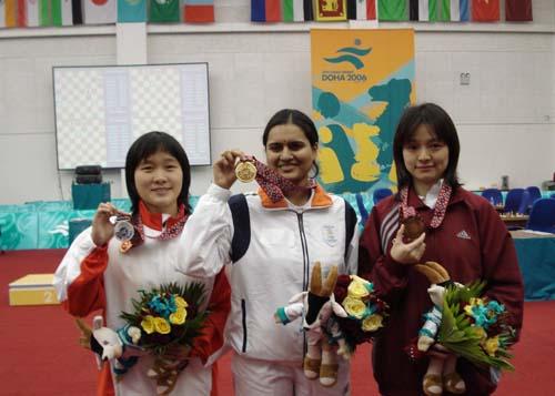 独家图片:国际象棋女子快棋赛结束 前三名合影