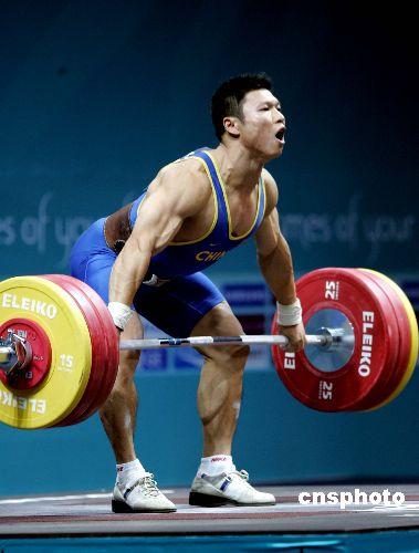 图文:男子举重77公斤级 李宏利不负众望获金牌