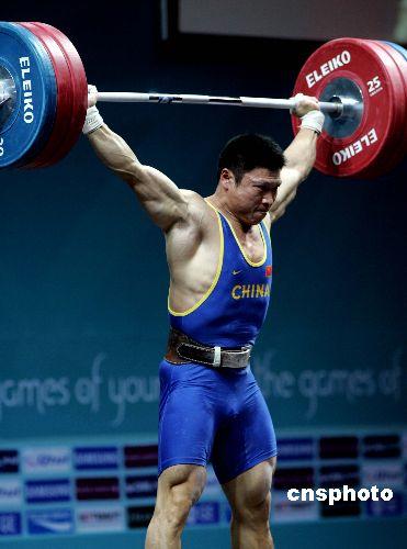 图文:男子举重77公斤级李宏利夺冠 比赛瞬间