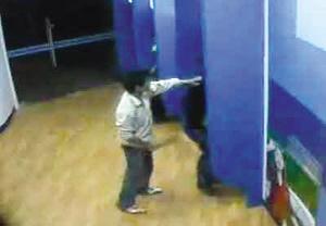 福建男子车站取款遭劫 赤手夺刀砍走3歹徒(图)