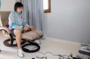 """图文:国奥放松调整 陈涛用游戏机""""纸上谈兵"""""""