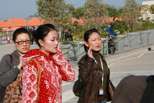 图文:2006年世界电信展偶遇美女