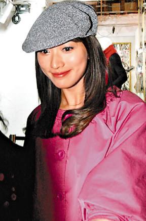 与言承旭分隔两地 林志玲在香港买冬装庆生日