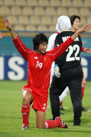 独家图片:中国女足12-0大胜约旦 王坤庆祝进球