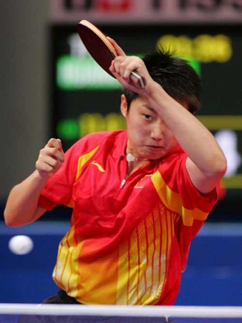 图文:多哈亚运会乒乓球女单首轮 郭跃专注比赛