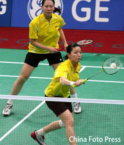 图文:羽毛球女团中国VS日本 杨维张洁雯比赛中