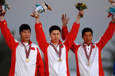 图文:中国队获男子飞碟双多向团体赛金牌