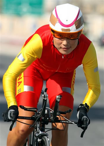 图文:自行车女子个人计时赛 中国李梅芳夺冠