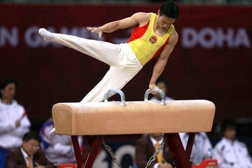 图文:中国体操男团痛失鞍马金牌 杨威意外失手