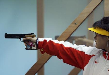 图文:女子25米手枪 陈颖、陶璐娜包揽冠亚军