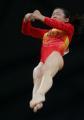 图文:亚运体操女子跳马比赛 程菲腾空瞬间