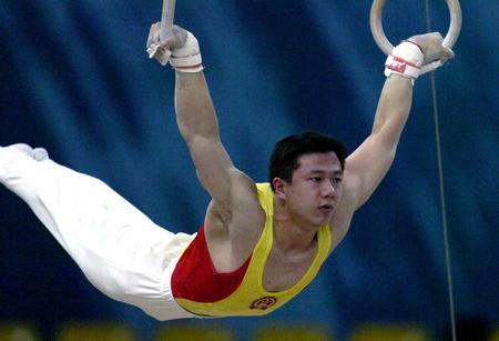 图文:亚运会体操吊环决赛 陈一冰在比赛中