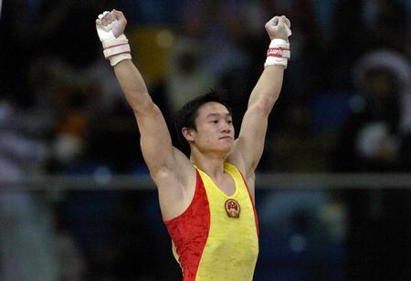 图文:亚运会体操吊环决赛 杨威举臂庆祝