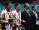图文:刘鹏祝贺丁俊晖组合 刘鹏与冠军在一起