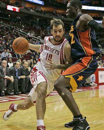 NBA图:斯潘诺里斯强行突破