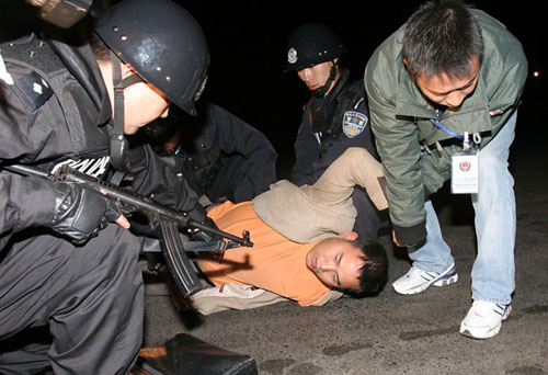 歹徒栽进警方设下的伏击圈