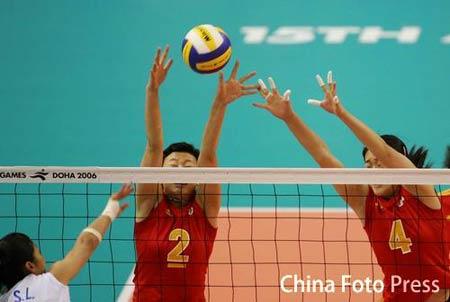 图文:中国女排VS中国台北 冯坤刘亚男双人拦网