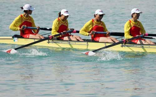 图文:赛艇女子四人单桨无舵手 中国笑到最后