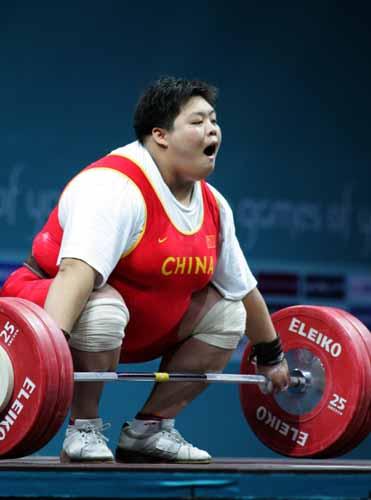 图文:举重女子75以上公斤级决赛 穆爽爽夺冠