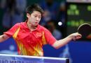 图文:亚运会乒乓球女单半决赛 郭跃准备扣球