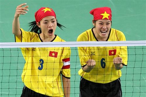图文:越南夺得女子藤球金牌 美女露出