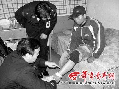 少年被持刀歹徒劫持三天两夜 跑向警车求救(图)