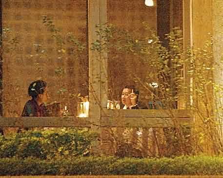 刘嘉玲夜会台湾富商贺生日 见记者显尴尬(图)