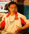 图文:杨威做客华奥搜狐聊天室 准备回答问题
