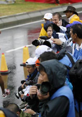 图文:多哈亚运会花絮 终点等候的摄影记者