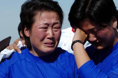 图文:韩国失到赛艇金牌 姐妹们失声痛哭