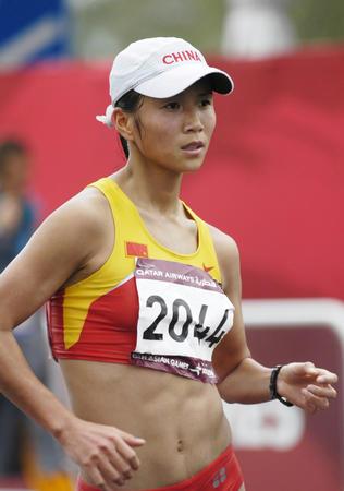 图文:亚运女子20公里竞走夺金 刘虹在比赛中