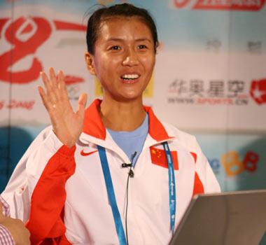 竞走冠军刘虹做客:竞走塑身瘦腿 每天练40公里