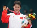 图文:女子跆拳道47公斤级 吴静钰展示金牌