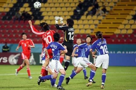独家图片:女足小组赛中国告负 日本队门前大乱