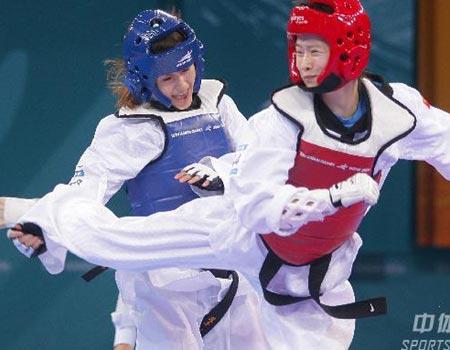 图文:跆拳道63公斤级苏丽文夺冠 比赛现场