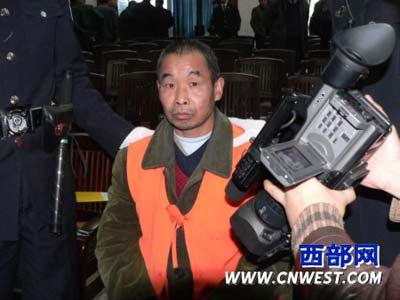 图文:邱兴华在二审庭上面无表情