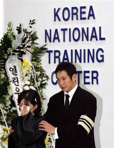 图文:马术运动员金亨七遇难 妻子和队友哀悼